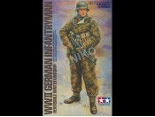 1/16 WWII German Infantryman Reversible Winter Uniform Tamiya 36304