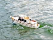 Zdalnie sterowany jacht motorowy Grand Captain - RC ARR Carson 500106002