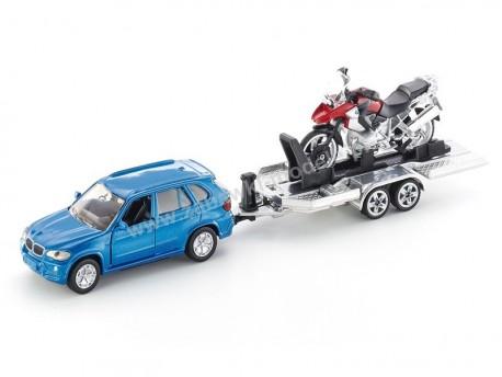 BMW X7 z przyczepą z motocyklem